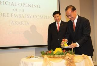 Min distributes tumpeng (traditional Indonesian ceremony)