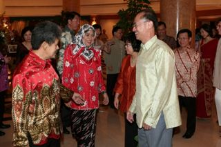 Prince Mohamed Bolkiah receiving Minister