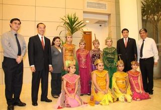 Min and the ACS Jakarta performers at the chancery opening