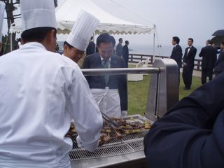 President Lee Personally Grilling the Meat for Lunch