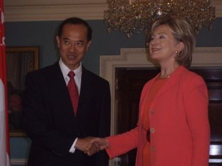 Minister_Shaking_Hands_with_Secretary_HillaryClinton