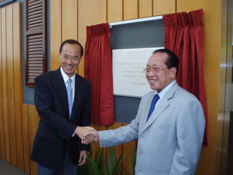 Minister shaking hands with Cambodian DPM and FM Hor Namhong after the unveiling of the Plaque