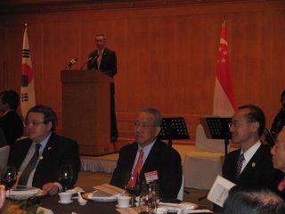 PM Making Remarks before Dinner with Korean Businessmen