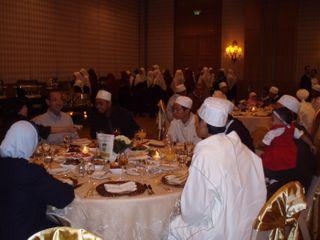 Minister having dinner with Singaporeans