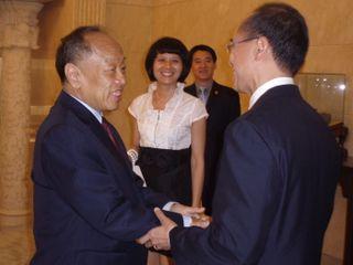 Li greeting Minister