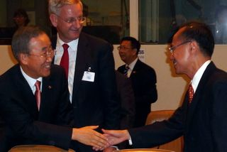 Minister George Yeo with UNSG at GoF on Myanmar 23 Sep 09