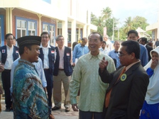 Min_and_aceh_governor_touring_the_b