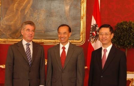 Min_with_federal_president_heinz_fi