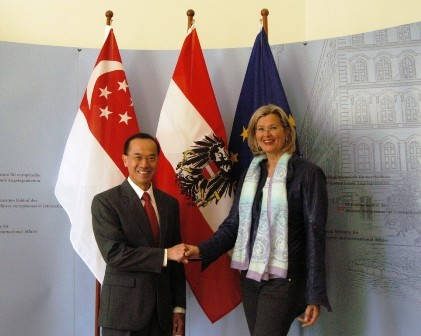 Min_with_foreign_minister_ursula_pl